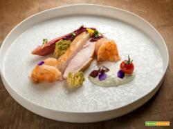 Insalata di pollo e gamberi, asparagi e salsa di yogurt: una leggera sfiziosità