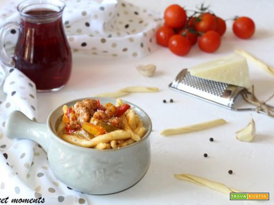 Fileja con salsicce e peperoni