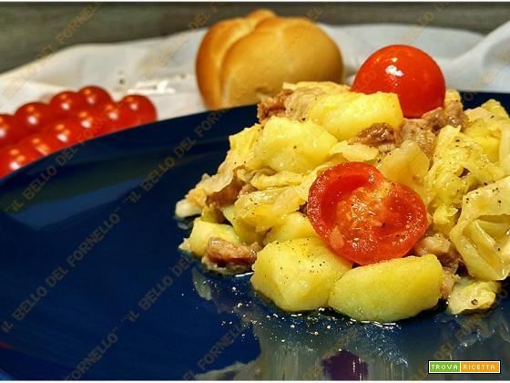 Zuppa di verza patate e salsiccia
