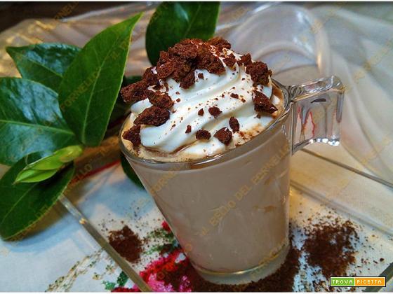 Mousse al caffè con crumble al cacao