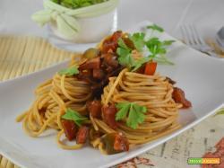 Spaghetti al sugo di alici vongole e peperoni