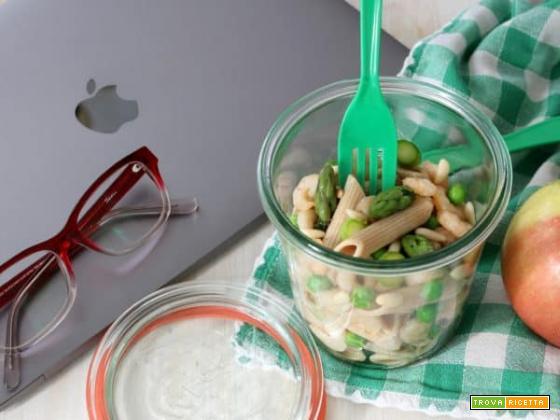 Insalata di pasta primavera per il tuo pranzo in ufficio