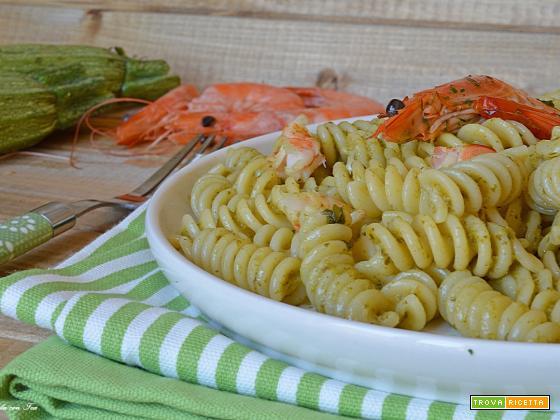 Ricetta pasta pesto di zucchine e gamberi
