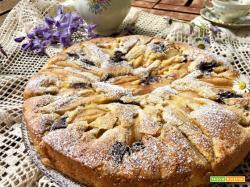 Torta con pere, cioccolato ed uvetta