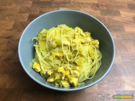 Spaghetti di riso al curry con pollo, cotti nel Companion Moulinex