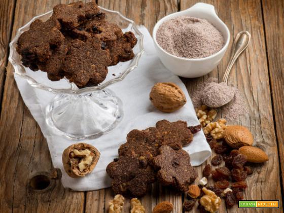 Biscotti con farina di mais blu, frutta secca e uvetta: i frollini che deliziano il palato