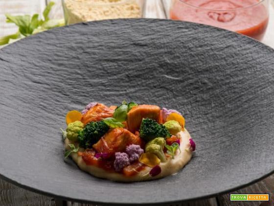 Un incantevole mix di colori: i bocconcini pollo e broccoli su polenta di lenticchie