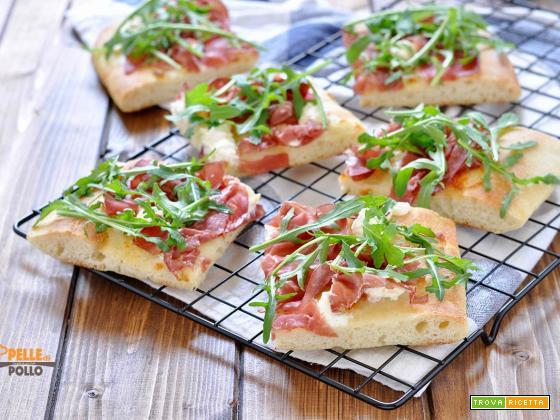 Pizza soffice con bresaola e rucola (con impasto indiretto)
