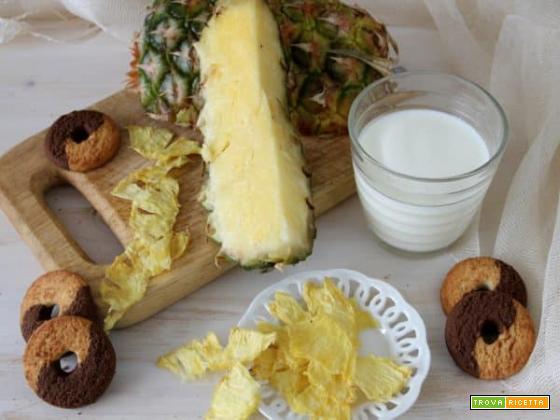 Stuzzicando l'appetito con le chips di ananas essiccate