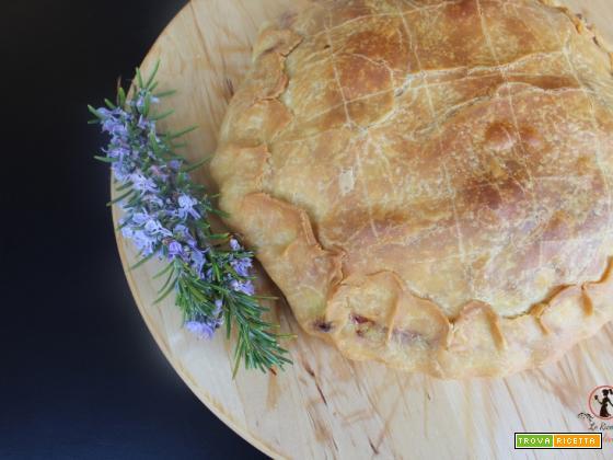 Torta salata di pasta all'olio con ripieno di zucchine e cremosa del caseificio Valvaraita