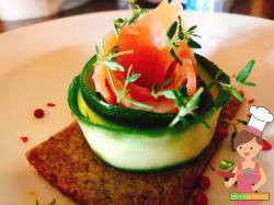 Crostino di segale con zucchina e salmone affumicato