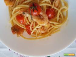 Spaghetti con gamberetti rosa e pomodorini