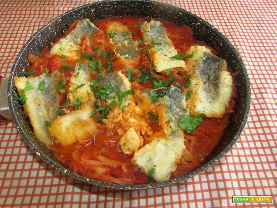 Ricetta – Baccalà in salsa di pomodoro e cipolle
