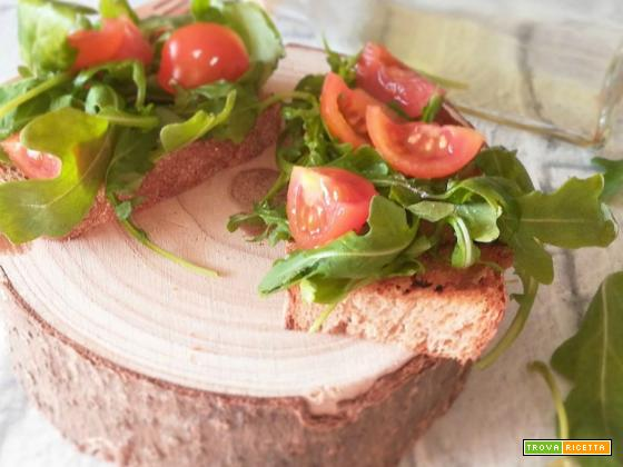 Bruschettine rucola e pomodorini
