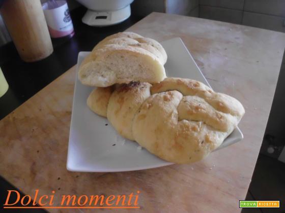 Treccia di pane aromatizzata (ricetta facile)