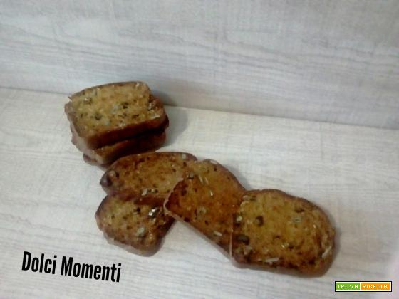 cracker integrali con noci, semi di zucca e sesamo