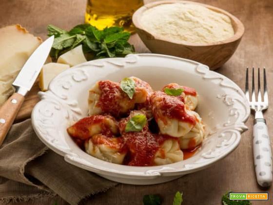 Porta la Sardegna a tavola con i culurgiones d'Ogliastra