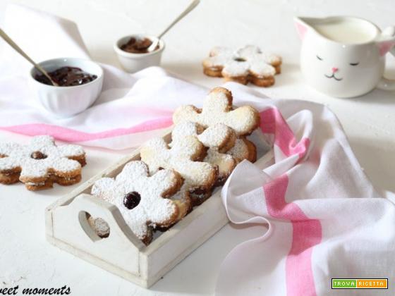 Biscotti al cocco con marmellata e nutella