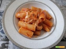 Rigatoni salsiccia e mozzarella