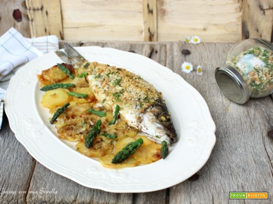 Spigola arrosto con patate e asparagi