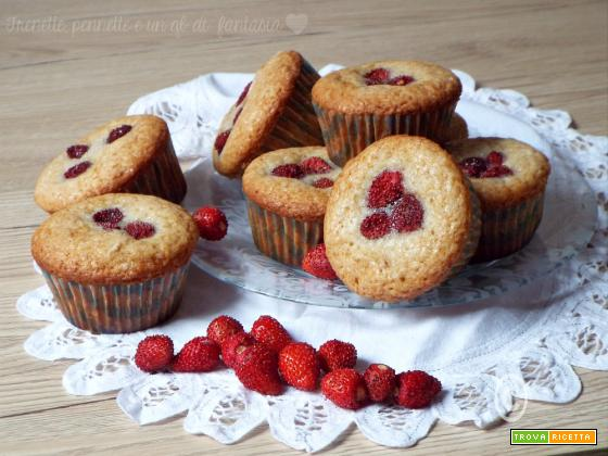 Muffin allo yogurt e fragoline di bosco.