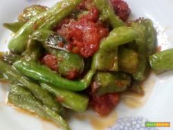 Peperoncini verdi in salsa pizzaiola
