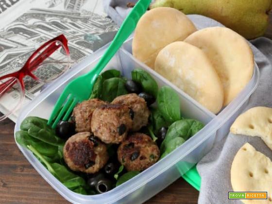 Cosa mangiare a lavoro? Ecco le polpettine di carne, olive e mandorle