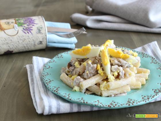 Pasta salsiccia funghi e uova sode