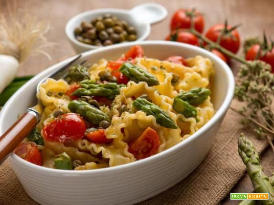 Mafalde con punte di asparagi e pomodorini , un piatto light