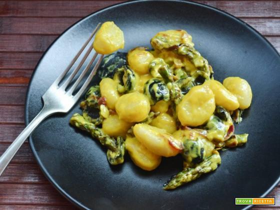 Gnocchi cremosi con punte di asparagi olive e zafferano