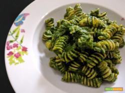 Fusilli di ceci con pesto di spinaci, senza glutine e a basso indice glicemico