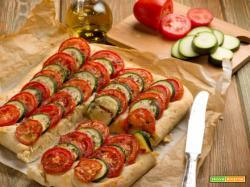 Prepariamo la focaccia di pomodori e zucchine a rondelle?