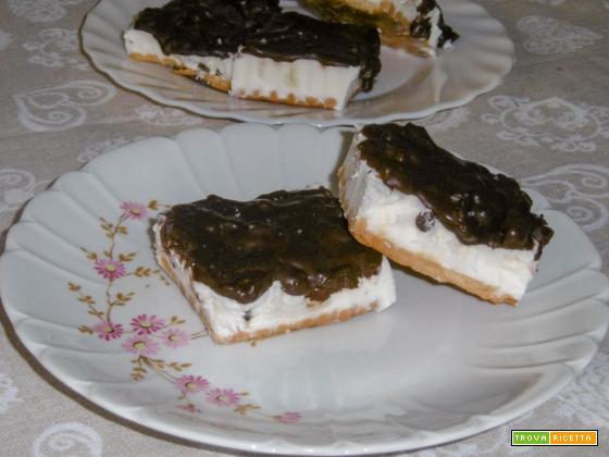 Gelato biscotto con cioccolato e riso soffiato