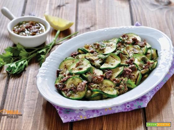 Zucchine grigliate gustose con olive, capperi e alici