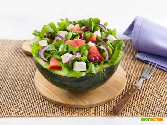 Lattughina, cipolle di Tropea, feta, olive nere e pomodori confit
