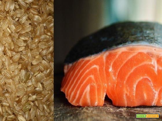 Salmone al forno su letto di riso integrale: ricetta wineandfoodtour