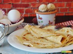 Soffice omelette con yogurt naturale, banana e kiwi