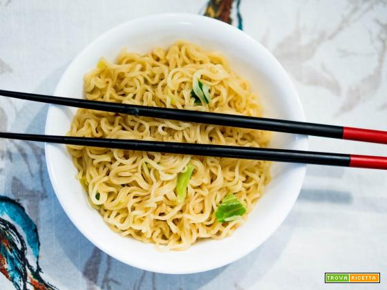 un take away con spaghetti noodles: un tipico piatto giapponese