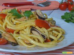 Pasta con cozze e pomodorini risottata