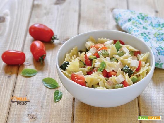 Pasta fredda con zucchine, pomodori e ricotta affumicata