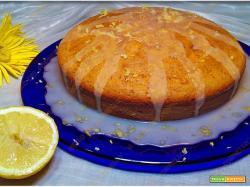 Torta soffice con ricotta e glassa al limone