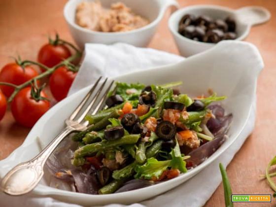 Insalata di tonno con cipolla lessata e fagiolini