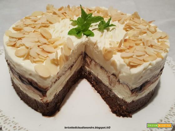 Cheesecake panna e mandorle