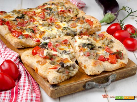 Pizza con melanzane e pomodorini