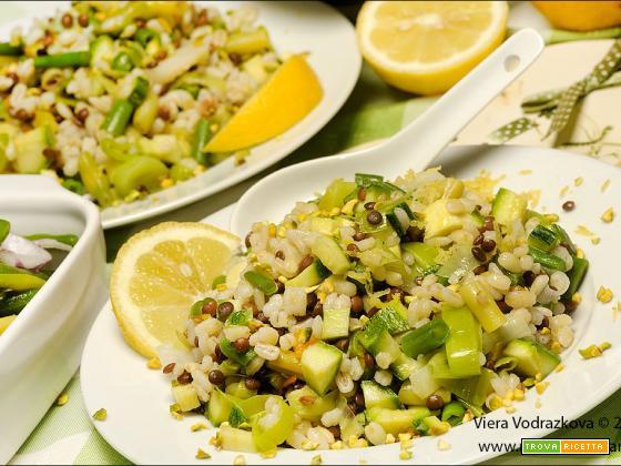 Orzo profumato al limone e verdure dell'orto