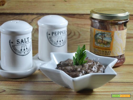 Salsa fredda con patè di olive nere