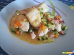 Pollo con dadolata di verdure