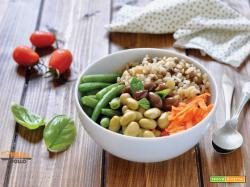 Bowl di riso integrale con edamame e verdure