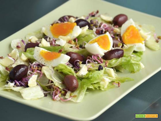 Insalata estiva con olive e uova