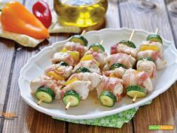 Spiedini di pollo con verdure e pancetta